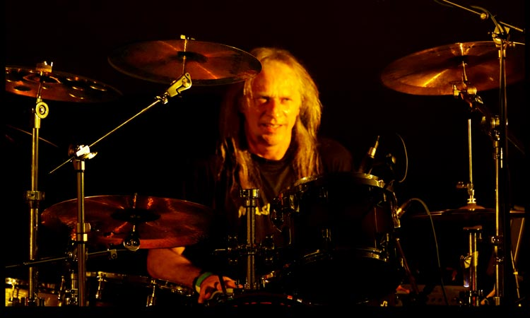Bernd on Drums ->